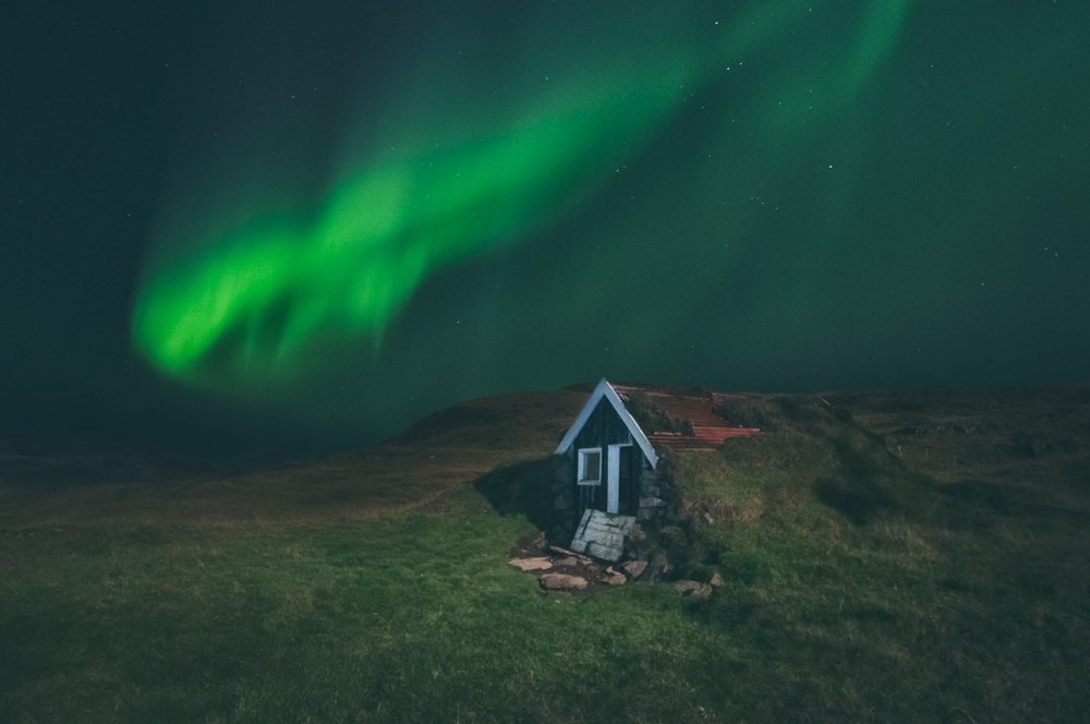 How to photograph Northern Lights? After reading our guide, you'll never end up with a blank or blurry picture, and you'll be on a good path to create something outstanding.