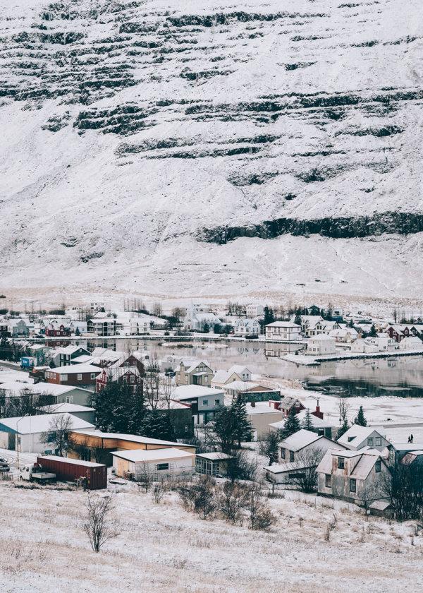 Kolorowe domy w Seydisfjordur na Islandii