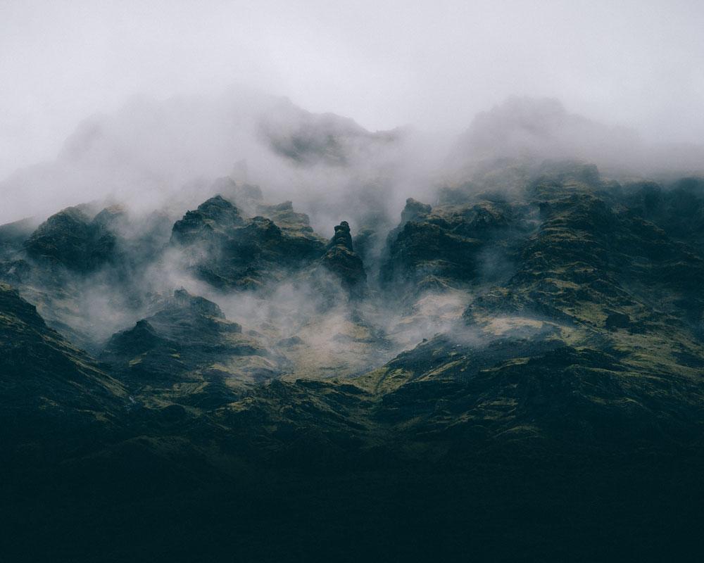Islandia: widok na góry z basenu termalnego Seljavallalaug