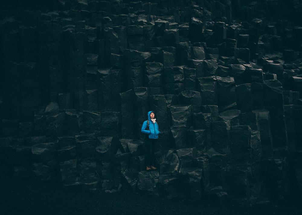 Czarna plaża Reynisfjara kolumny bazaltowe Islandia Vik